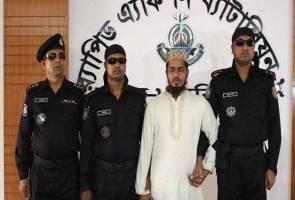 Guru madrasah bertopengkan syaitan