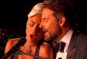 'Nama pun nyanyi lagu cinta...' - Lady Gaga jawab gosip dengan Bradley Cooper