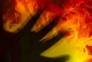 Gempar! Lelaki bakar diri sendiri dekat White House