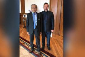 Serah kuasa PM: Otai Reformis jangan ugut Dr Mahathir - Khairuddin
