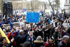 Ratusan ribu berarak di London bantah Brexit