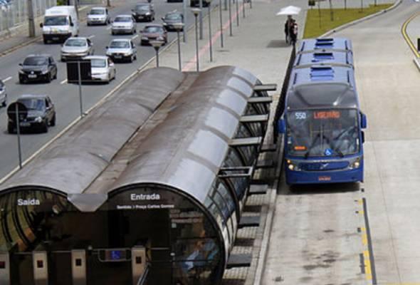 Sistem Bus Rapid Transit dapat mengurangkan penggunaan kenderaan persendirian - Gambar Hiasan | Astro Awani