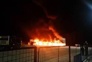Kebakaran di perlumbaan MotoE, semua motosikal musnah