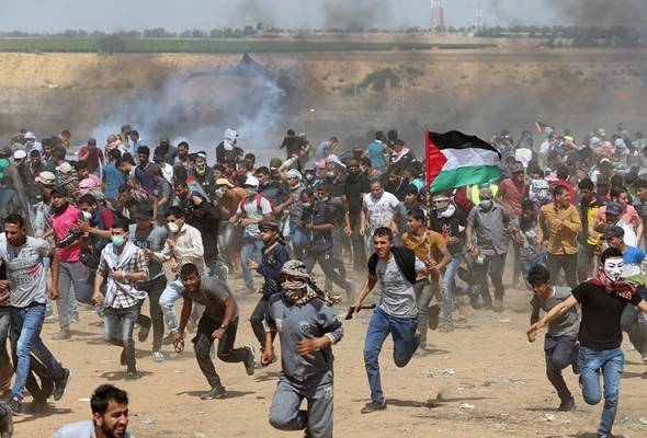 On 14 May 2018, the Israeli army shot more than 1,300 Palestinians, killing 60 of them, during the weekly protests.