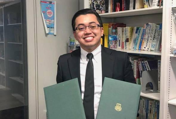 Beliau yang baru menamatkan pengajian peringkat Ijazah Kedoktoran (PhD) itu menerima President's Award dan Functional Control System Award.