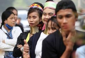Rakyat Thailand berbondong-bondong ke stesen mengundi