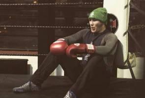 Didakwa curi teksi, petarung UFC Darren Till ditahan