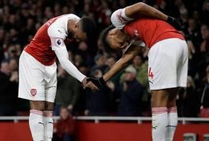 Arsenal pintas Manchester United & Tottenham