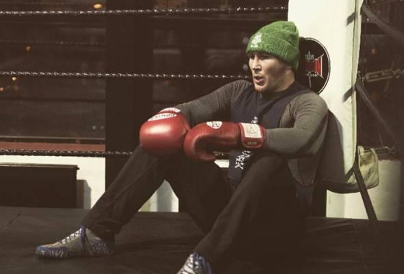 Bekas pencabar kejuaraan welterweight UFC, Darren Till dilaporkan telah ditangkap di Tenerife, Kepulauan Canary di Sepanyol.