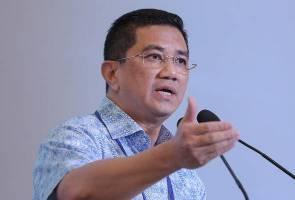 'Najib, datang Parlimen.. jangan jadi ahli Facebook' - Azmin