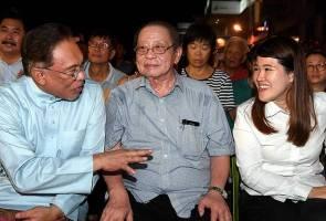 DAP tuntut 'Datuk Seri Hj. Mohamed Khaled Nordin' minta maaf kerana satu hantaran Facebook