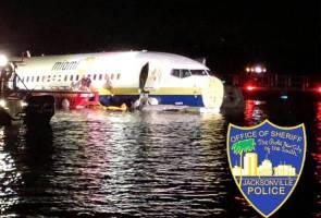 Pesawat terbabas dalam sungai, 142 penumpang dan kru berdepan detik cemas