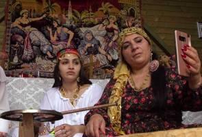 Tukang sihir Romania menjampi menerusi Internet, mahu pengaruhi dunia politik Eropah