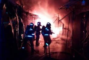 30 gerai di hadapan Wisma Yakin dijilat api
