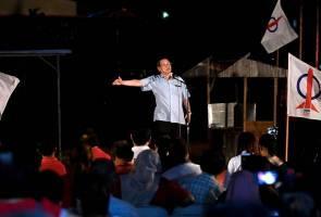 """""""Saya akan bersara jika Tun Mahathir tidak serah jawatan kepada Anwar"""" - Lim Kit Siang"""
