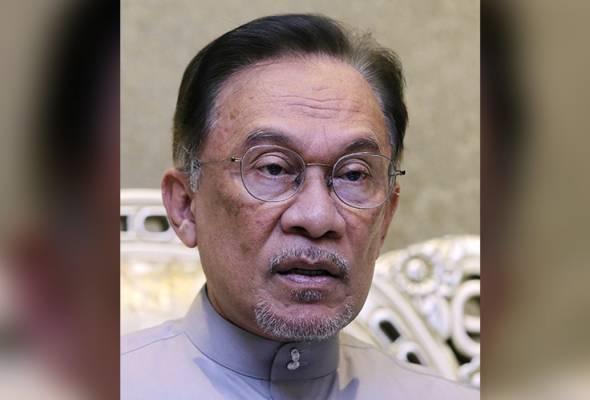 ANWAR: Keadilan berharap Datuk Seri Azmin dan keluarga bertabah dan sabar dalam menghadapi dugaan besar ini. -Gambar fail | Astro Awani
