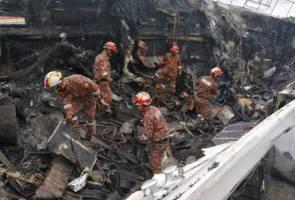 Rupanya ada mayat rentung di bawah sisa kebakaran bot mewah dua tingkat di Langkawi
