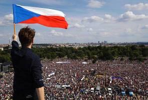 Rakyat berhimpun desak perdana menteri Republik Czech letak jawatan
