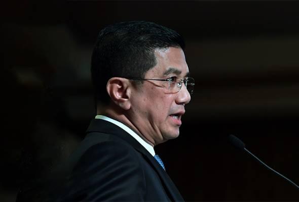 Azmin tidak banyak bercakap atau bersembang, sebaliknya beliau membuktikan usaha dan kerja keras beliau di Selangor.