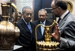 Tun Mahathir lawat Galeri Yayasan Al Bukhary di British Museum