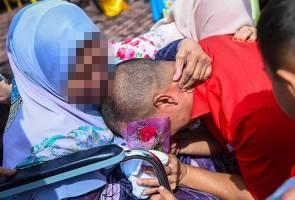 Penghuni penjara melepas rindu beraya bersama keluarga