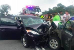 Tragedi berhari raya, 11 cedera dua kereta bertembung