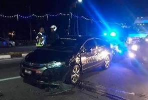 Dadah, pistol mainan dan vest polis ditemui dalam kereta