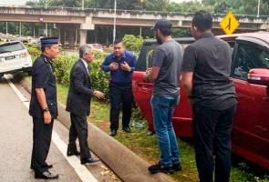 Yang di-Pertuan Agong cemar duli bantu mangsa kemalangan