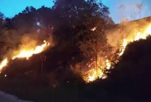 Cuaca panas berangin cetus kebakaran belukar di Bandar Tasik Puteri