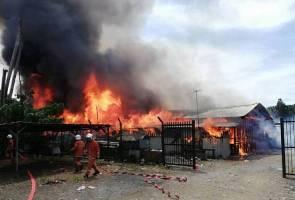 58 pintu rumah kongsi terbakar