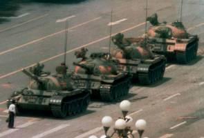 Protes Dataran Tiananmen: Menteri Pertahanan China pertahan tragedi 1989