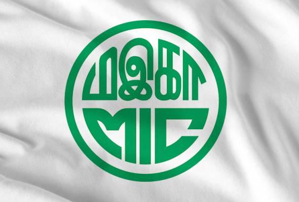 Dr Mahathir mendakwa Dr Zakir cuba bermain politik kaum yang akan mengundang perselisihan faham antara pelbagai kaum.