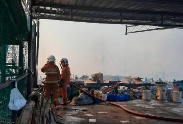 23 rumah setinggan musnah, 33 keluarga tinggal sehelai sepinggang