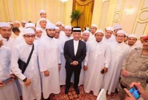 Tidak sangka, teruja bertemu Yang di-Pertuan Agong di Madinah