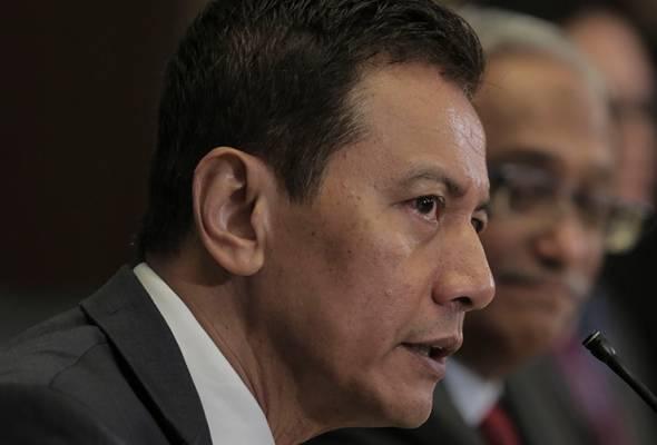Pengerusi Suruhanjaya Pilihan Raya (SPR), Datuk Azhar Azizan Harun berkata, seseorang wakil rakyat itu hanya akan hilang kelayakan sebagai ADUN atau Ahli Parlimen sekiranya mereka disabitkan kesalahan oleh mahkamah. - Gambar fail | Astro Awani