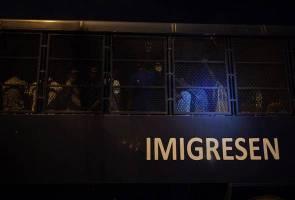 Perkampungan haram didiami lebih 100 warga asing diserbu
