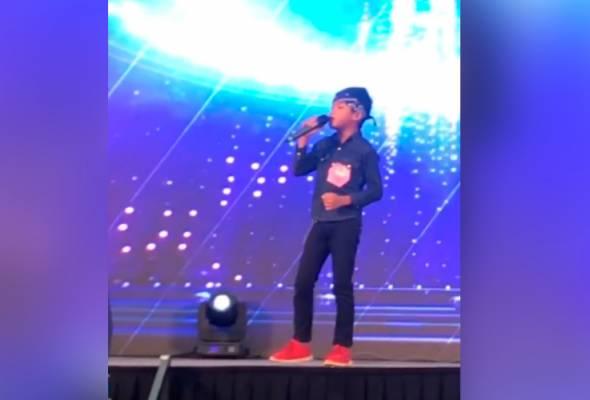 Tumpang lori ayah, turun-turun terus nyanyi dan Rizal bergelar juara! - Aznil