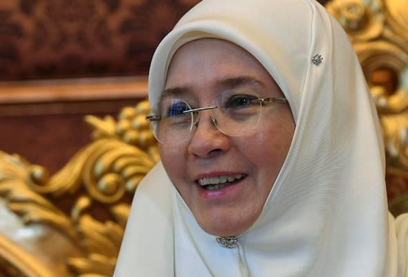 Tunku Azizah Aminah Maimunah Iskandariah mengakui baginda sebenarnya mempunyai darah keturunan Cina, malah boleh bertutur dalam dialek tertentu. -Bernama | Astro Awani