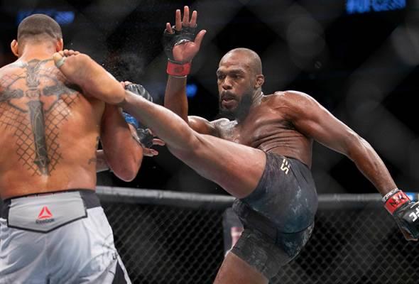 Jon Jones, Amanda Nunes kekalkan kejuaraan di UFC 239