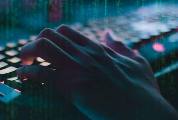 Menurut laporan, malware itu mampu menggantikan aplikasi yang dipasang secara sah seperti WhatsApp.