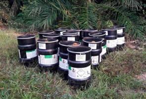 Penduduk Karak resah penemuan 15 tong berisi bahan kimia