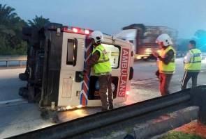 Ambulans terbabas di lebuh raya, pemandu dan pesakit maut