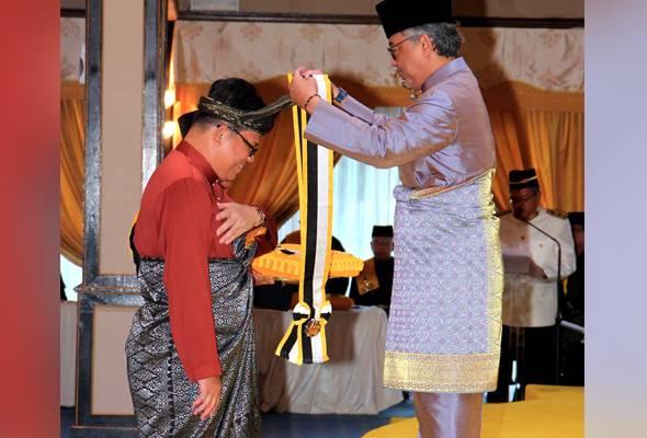 Penganugerahan darjah, pingat Pahang lebih tegas