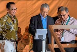 Tun Mahathir lancar filem web 'UNI' sempena ulang tahun ke-45 Petronas