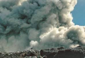 Gunung Kerinci meletus: Penduduk, pelancong, penerbangan diminta berjaga-jaga