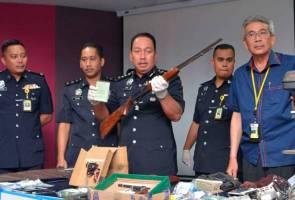 Puluhan senjata api bakakuk termasuk 1,600 butir peluru dirampas