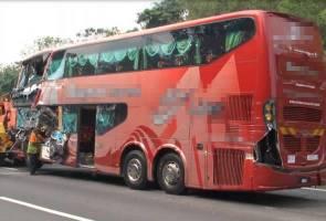 15 penumpang cemas bas ekspres terbabas di Alor Gajah