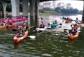 Mendayung 12km keliling Tasik Putrajaya sempena Merdeka