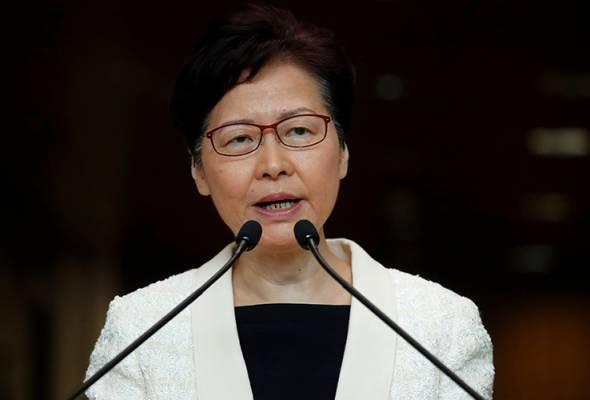 Dr Mahathir berpendapat, perkara terbaik pada masa ini adalah untuk Carrie Lam meletak jawatan. - AP | Astro Awani