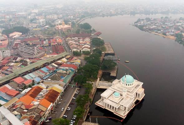 Kuching mencatat bacaan 239 pada Indeks Pencemaran Udara (IPU) setakat pukul 6 pagi ini. -Gambar fail | Astro Awani